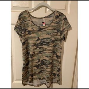 b&b boutique s/s camo shirt